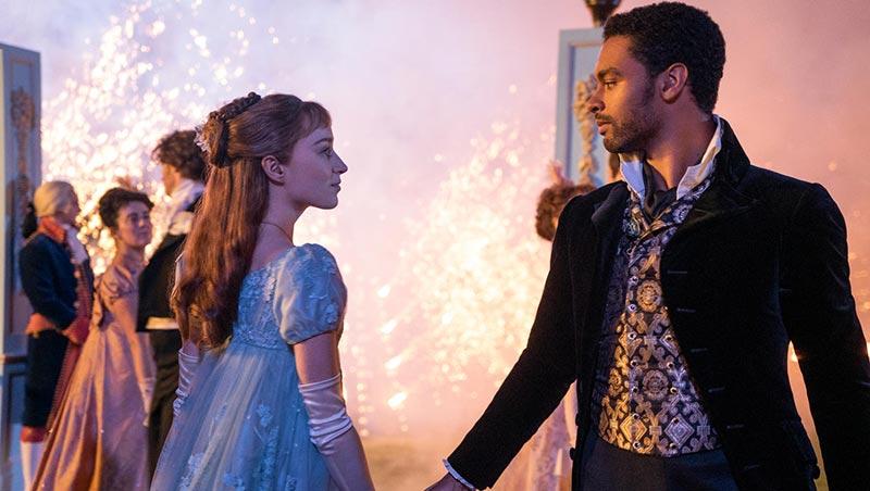 El duque y dafne mirándose en un baile